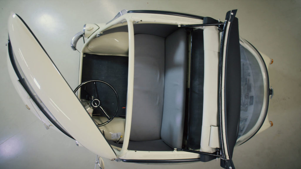 Iso Rivolta Isetta Bmw top open inside