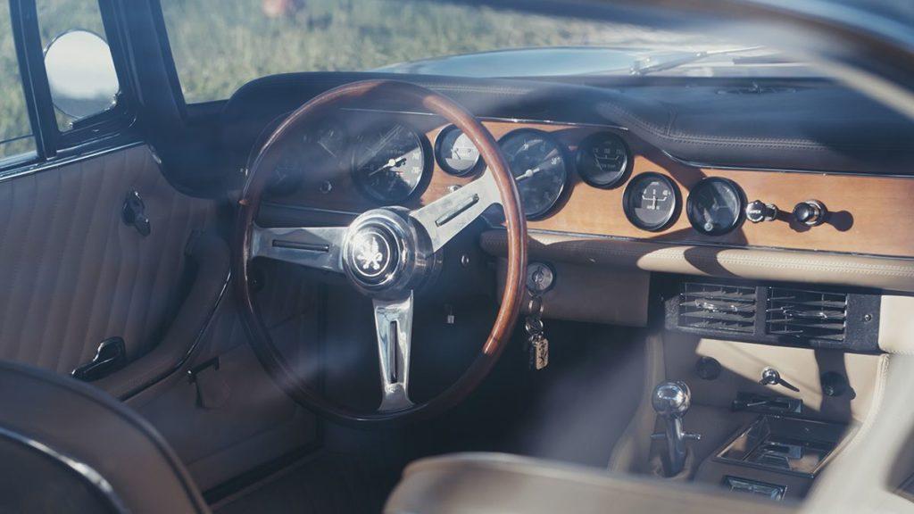 Iso Rivolta Iso Grifo interior detail steering wheel